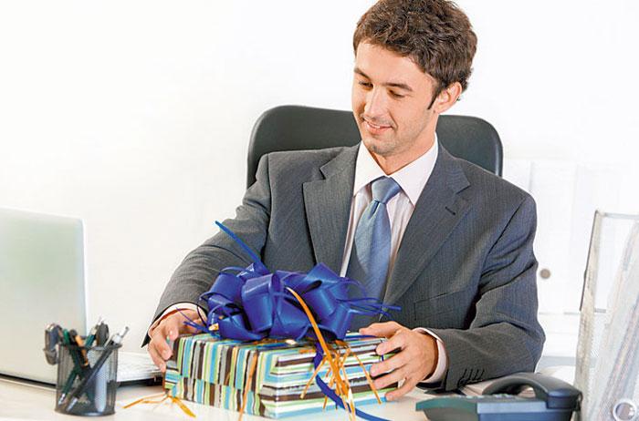 Что подарить мужчине начальнику