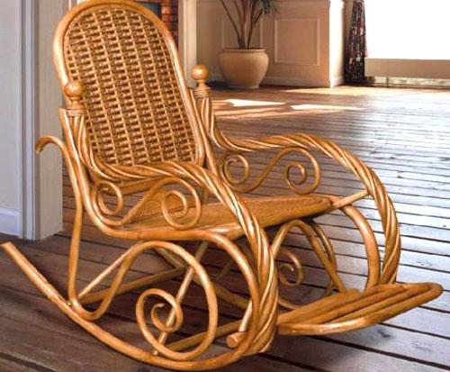 Плетеное кресло-качалка для дома