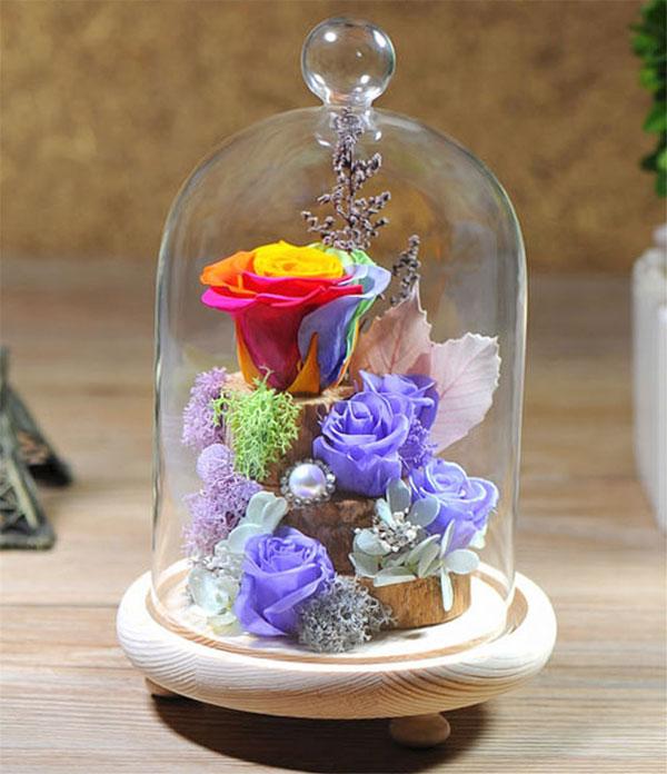 Цветок в стеклянном куполе