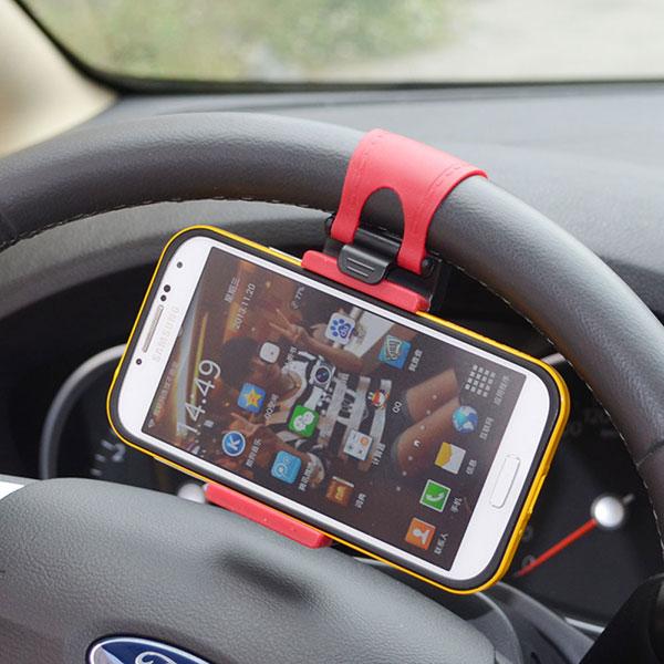 Держатель для смартфона со специальным креплением на руль