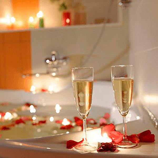 Незабываемая романтика в ванной