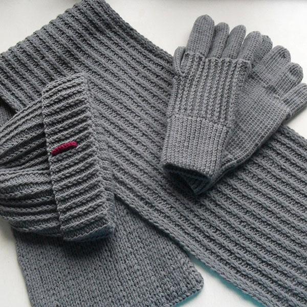 Вязаный шарф и перчатки