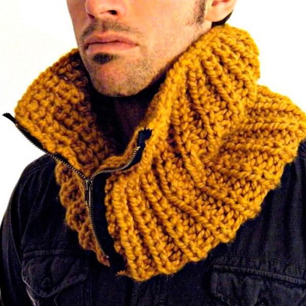 Собственноручно связанный свитер либо шарф