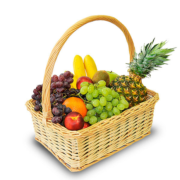 Красивая корзинка с полезными сочными фруктами