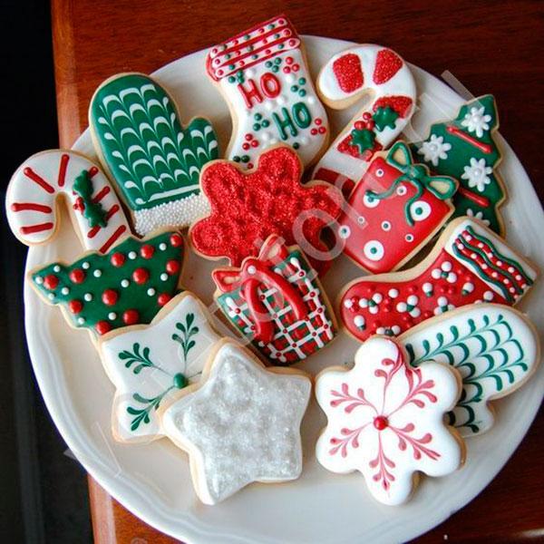 Набор традиционного имбирного печенья в необычной упаковке и с красочным тематическим декором