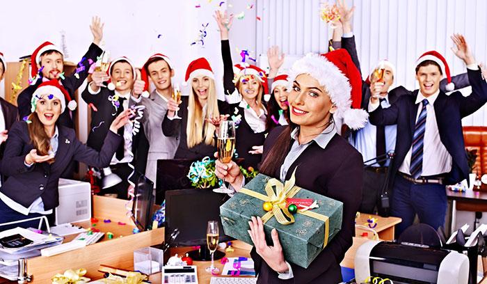 Подарок коллеге женщине на Новый год 2021