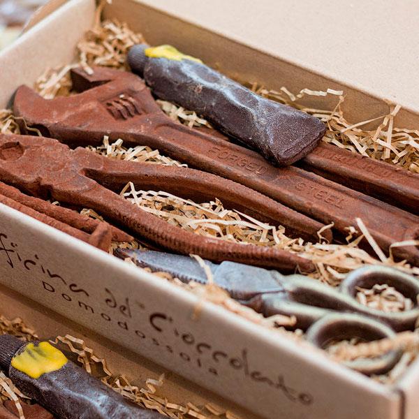 Шоколад, выполненный в форме отвертки, гаечного ключа и других инструментов
