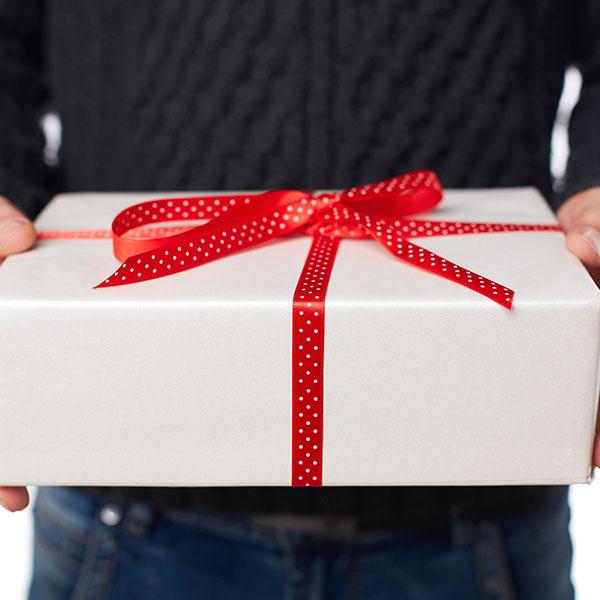 Всегда хорошим подарком будет презент, связанные с увлечениями и хобби
