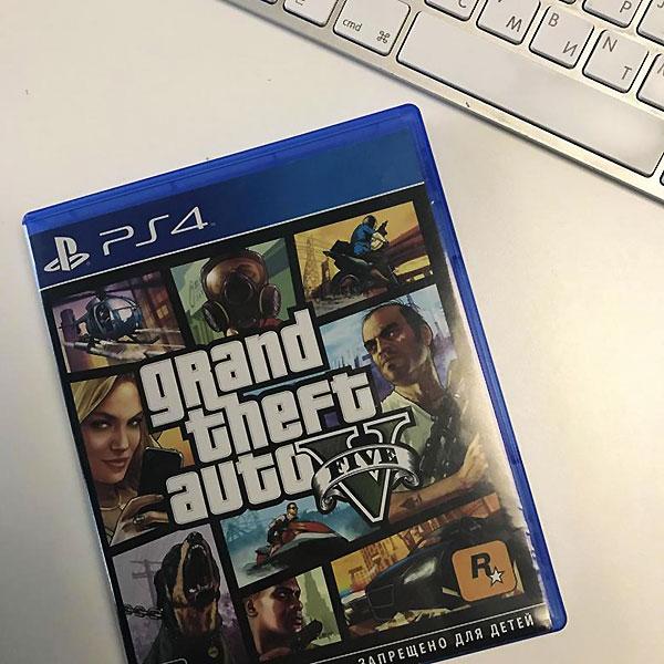 Диск с популярной компьютерной игрой