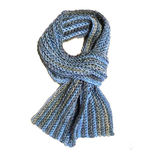 Собственноручно связанный шарф