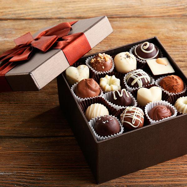 Изысканный красиво преподнесенный набор сладостей
