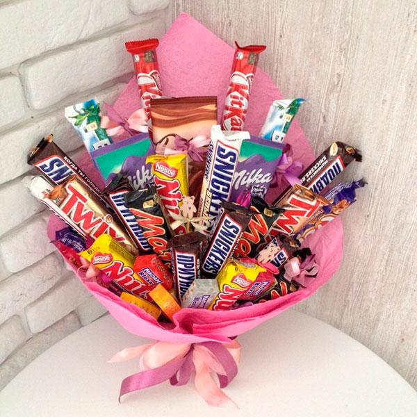 Забавный и вкусный букет из любимых конфет