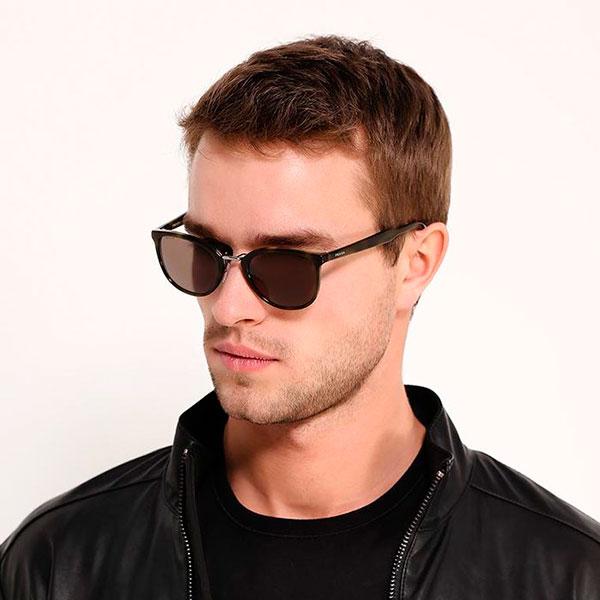 Солнцезащитные очки известной фирмы