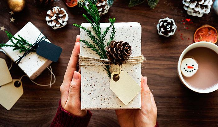 Картинки по запросу дорогие новогодние подарки