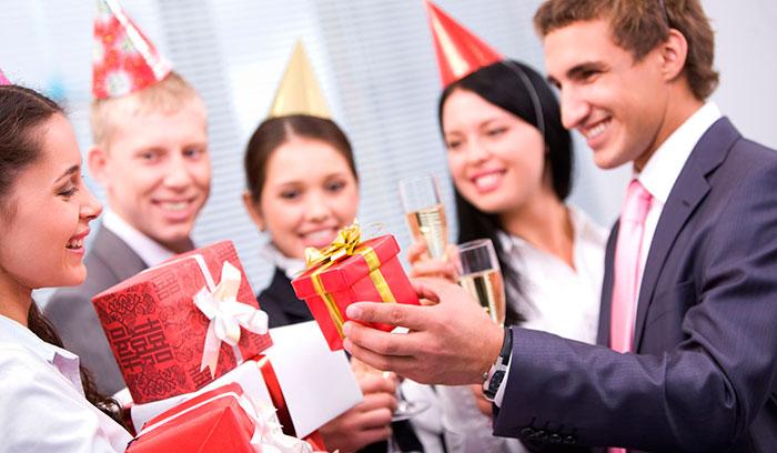Подарок начальнице на Новый год 2022