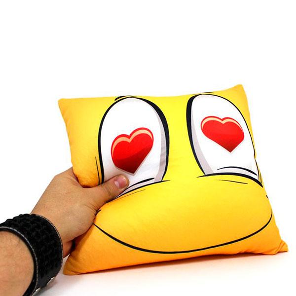 Подушка «Влюбленный смайлик»