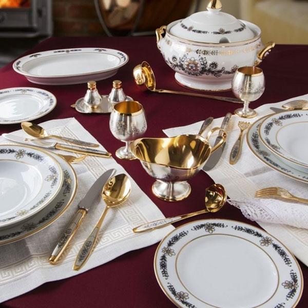 Красивая посуда для праздничной сервировки стола