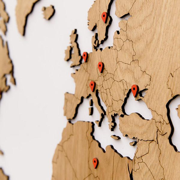 Карта мира из натурального дерева