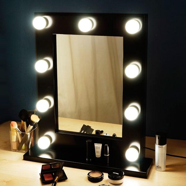 Компактное гримерное зеркало с подсветкой