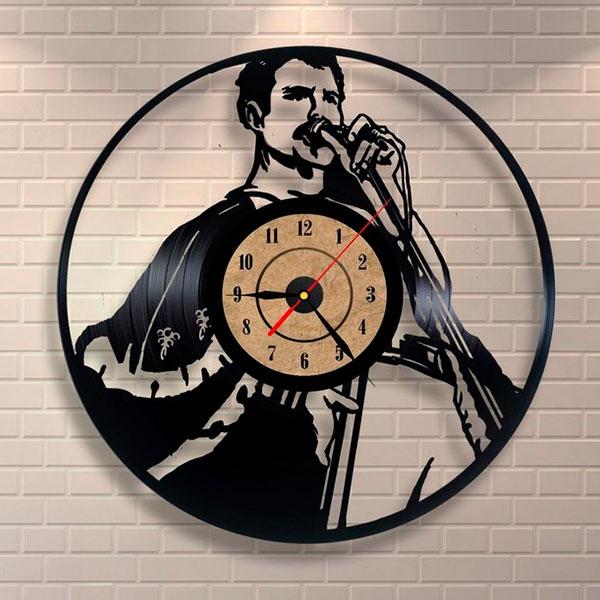 Часы из винила