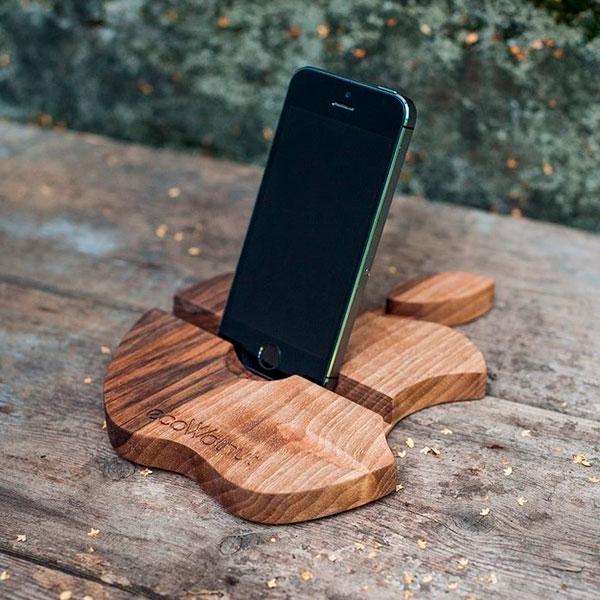 Подставка под смартфон из натурального дерева