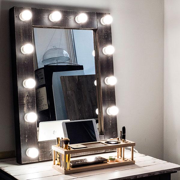 Зеркало с профессиональной подсветкой