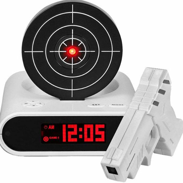Настольные часы в виде пистолета с будильником