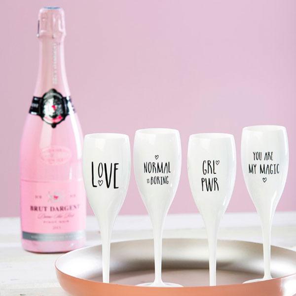 Фужер для шампанского с надписью «Любовь»