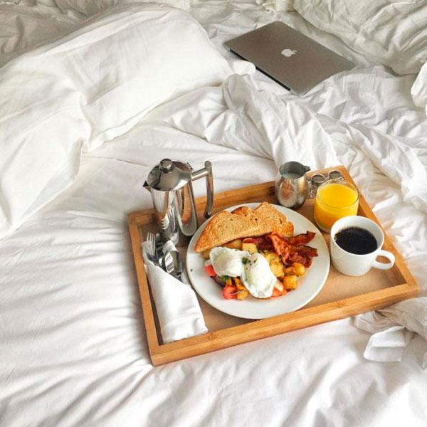 Оригинальный поднос для подачи завтрака прямо в постель