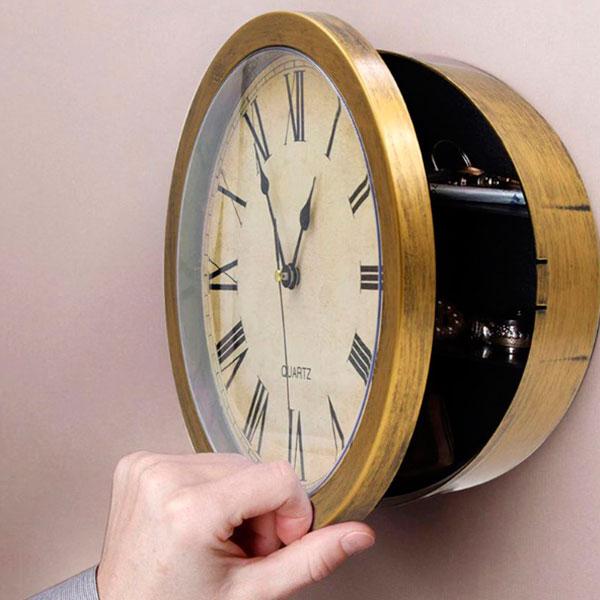 Часы с сейфом на стену