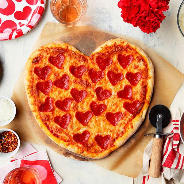 Испеките вкуснейшую пиццу, имеющую форму сердца