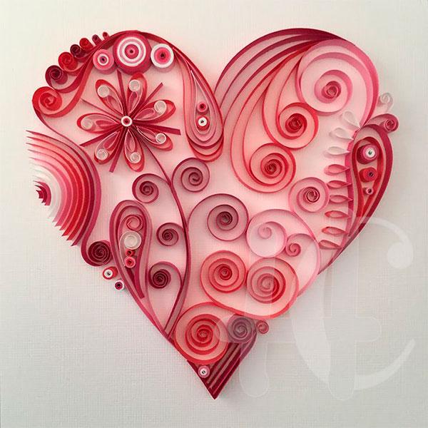 Необычный букет из сердечек в специальной технике квиллинг