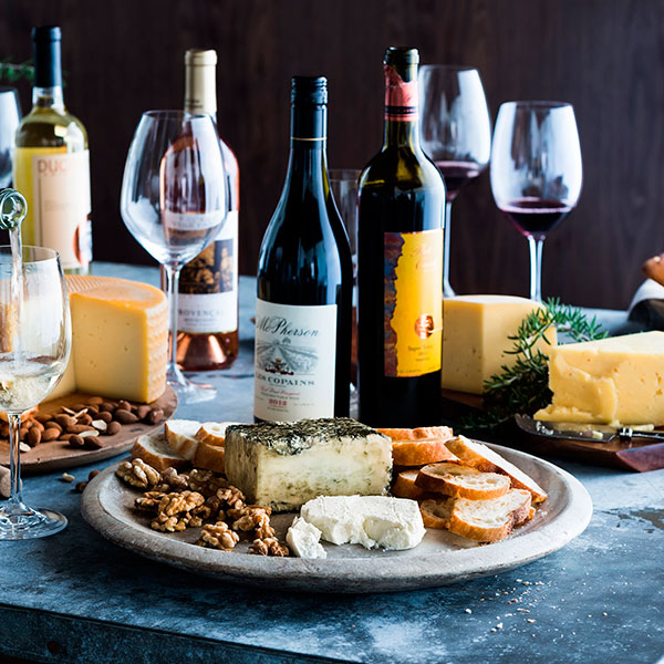 Сырно-винное плато для уютного семейного вечера