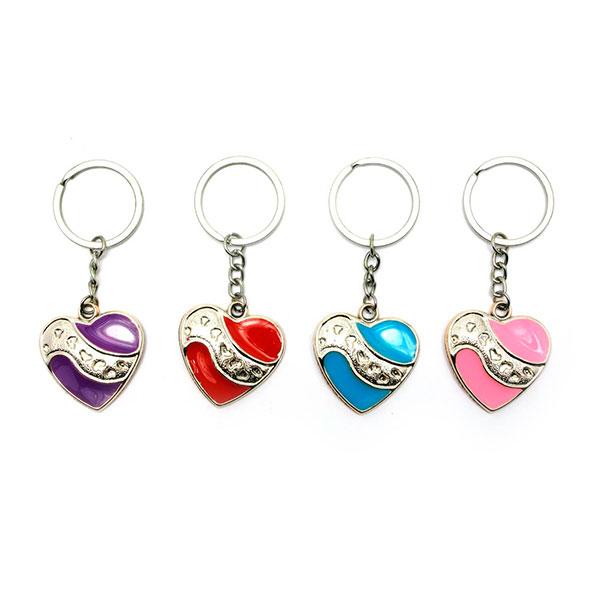 Яркие брелки для ключей в виде сердечка