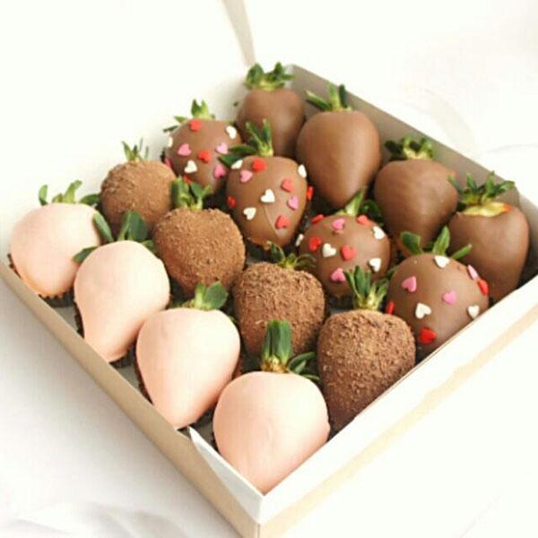 Коробка клубники в шоколаде