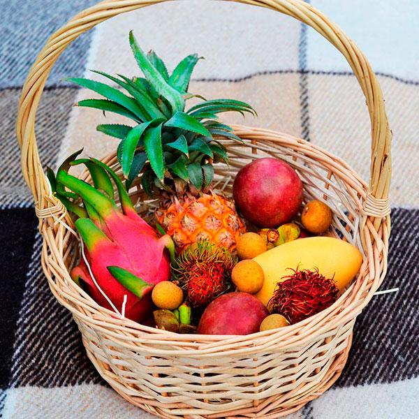 Корзина экзотических фруктов