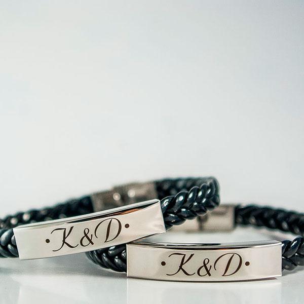 Парные браслеты с именами или прозвищами друг друга
