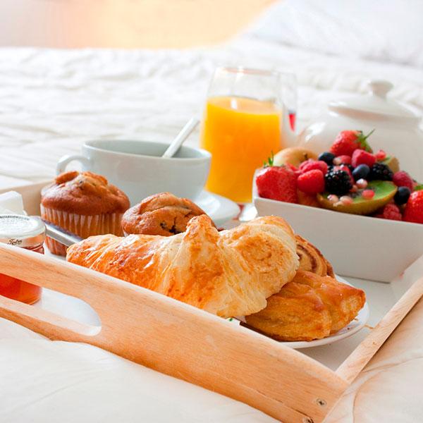 Завтрак в постель для любимой девушки