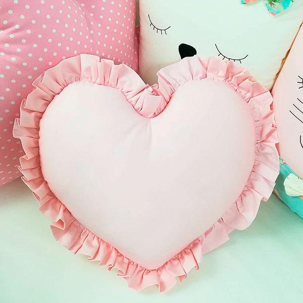 Миниатюрная подушечка в форме сердечка