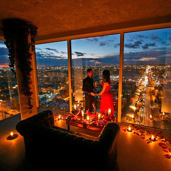 Романтичный вечер на крыше высотки