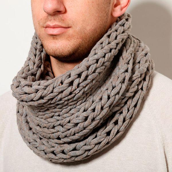 Связанный вами модный шарф