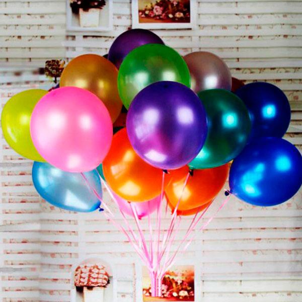 Связка разноцветных воздушных шаров