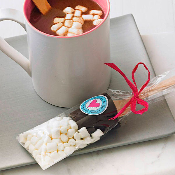 Набор, предназначенный для приготовления горячего какао с маршмеллоу