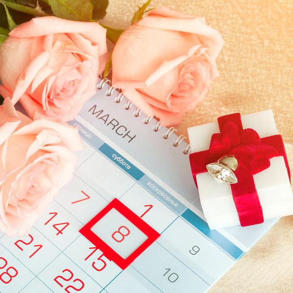 Календарь тоже может быть хорошим и бюджетным презентом для одногруппниц