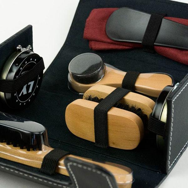 Компактный набор для ухода за обувью