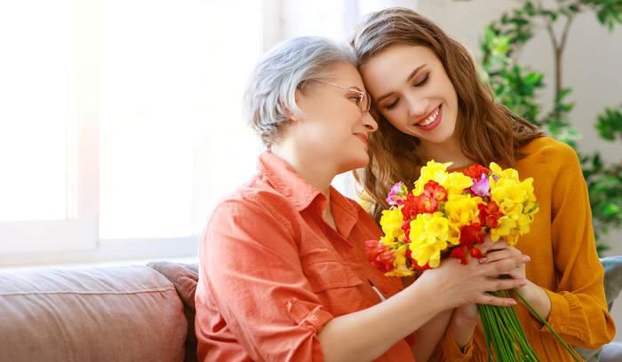 Что можно подарить маме на 8 марта от дочки