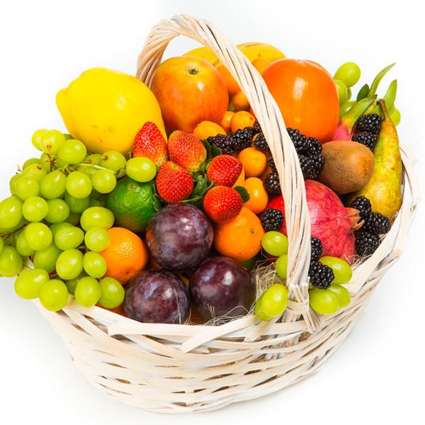Большая корзина фруктов для всего коллектива