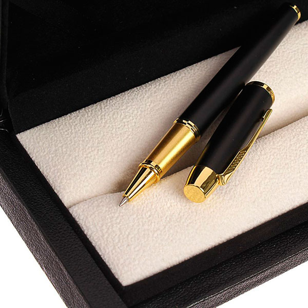 Ручка в красивом футляре