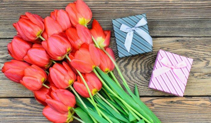 Что можно подарить одногруппницам на 8 марта