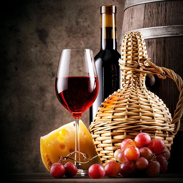 Бутылка вина или коньяка